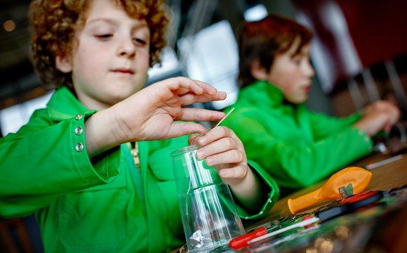 Elektriciteit ontdek thuis de wereld om je heen nemo science museum - Thuis de wereld opbergdoos ...